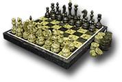 Комплект из змеевика шахматы+шашки в подарочной упаковке