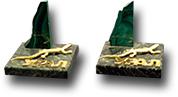 Скол  малахита на подставке из змеевика  с ящеркой и надписью