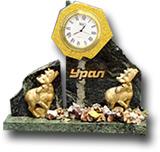 Часы-скол из змеевика и галтовки с фигуркой животного