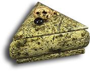Шкатулка из змеевика треугольная с ящерицей на крышке