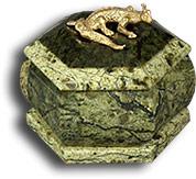 Шкатулка из змеевика шестигранная  малая с ящерицей