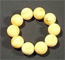 Браслет янтарь молочный шарик Д-23 мм